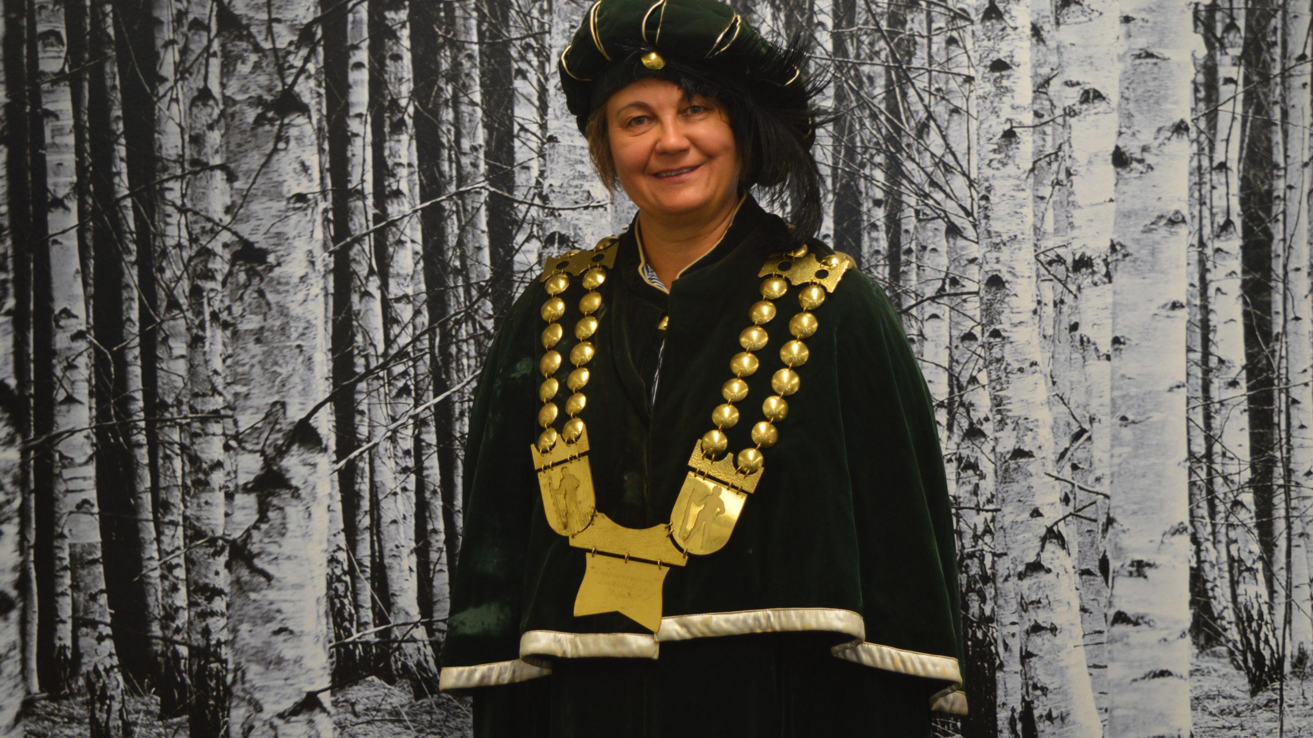 Anu Talka Linnoituksen isännän asusteissa.