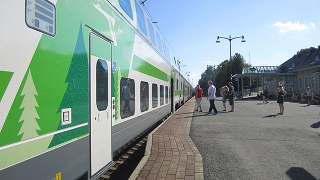 Juna on saapunut asemalle.